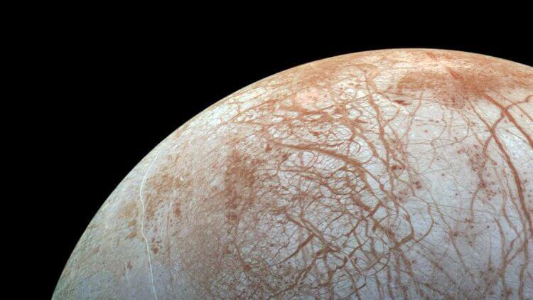 Подо льдами спутника Юпитера могут обитать высшие формы жизни