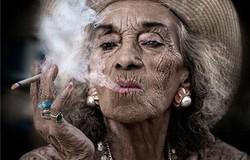солярій та сигарети для жінки