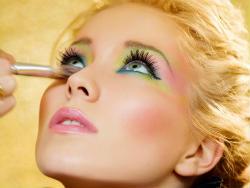 Чому жінки носять макіяж?