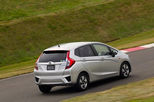 Гібридний Honda Fit Hybrid став автомобілем року в Японії (3)