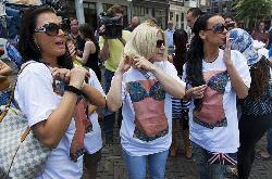 Голландські повії забажали пенсійної рівності нарівні з футболістами