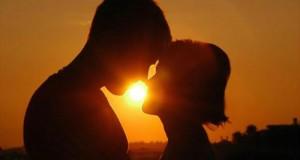 Вчені провели масштабні дослідження поцілунків