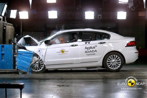 Qoros 3 названий найбезпечнішим автомобілем 2013 року (1)
