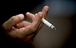Вчені нарахували в світі майже мільярд курців