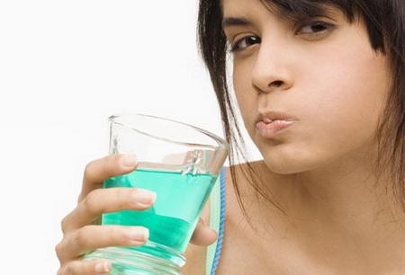 Засоби для полоскання порожнини рота небезпечні для людини