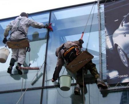 Миття і чищення фасадів