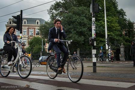 Велосипедний Амстердам: транспорт майбутнього в Голландії