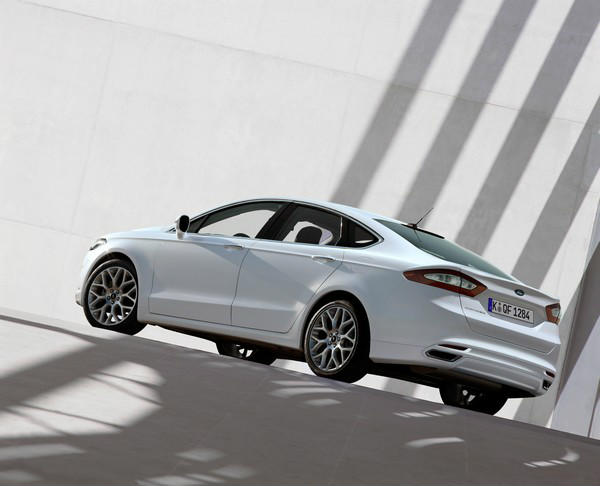 ford-mondeo-2013_resized