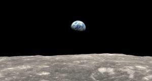 Через гравітацію Земля і Місяць за формою стають схожими на курячі яйця