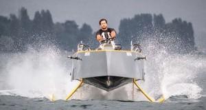 Перший в світі катер, що ширяє над поверхнею води (фото+відео)