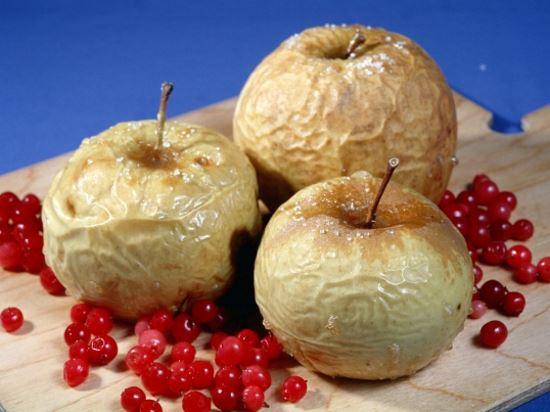 Печені яблука з начинкою