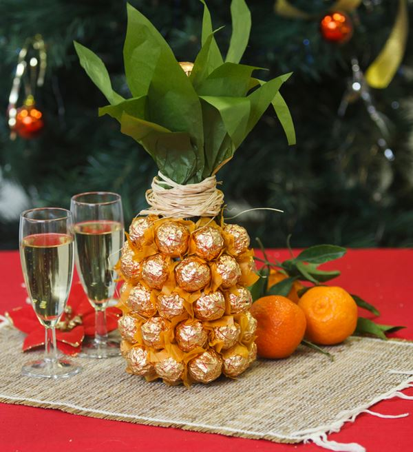 Як прикрасити пляшку шампанського на Новий рік своїми руками
