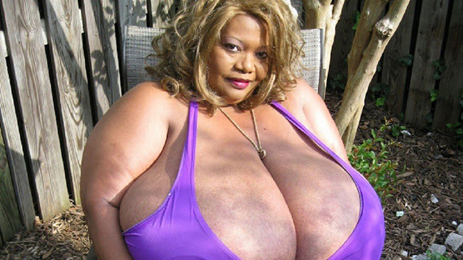 Фото великі груди жінок фото 12-836