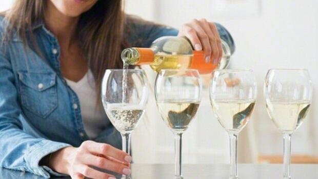 Вчені розповіли, як алкоголь діє на печінку