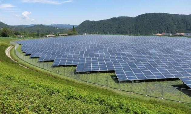 В Казахстане запустили первую аккумулирующую систему на солнечной станции