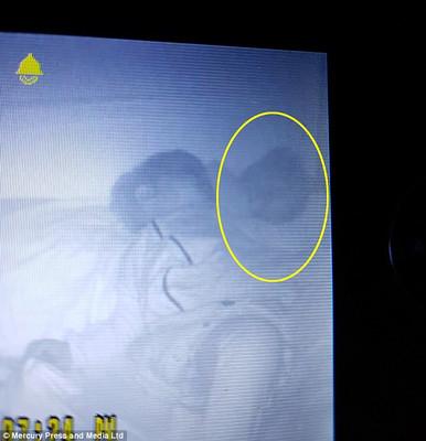 У дитячому ліжечку зняли примару  (ФОТО)