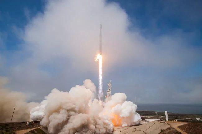 Власти США одобрили проект SpaceX поглобальному интернету