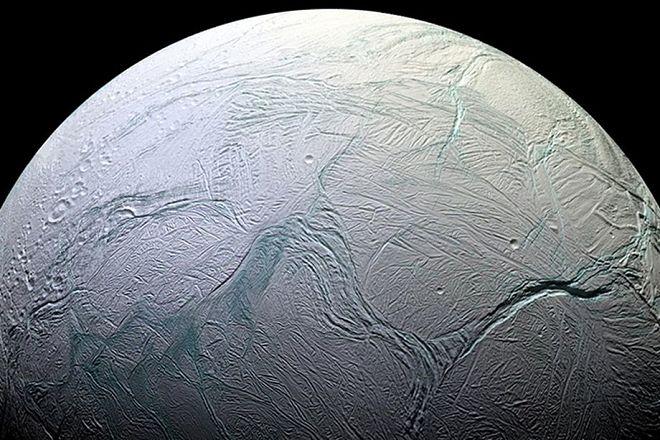 Космос: На Энцеладе могли бы существовать земные микробы